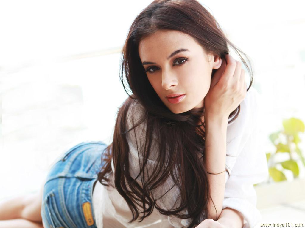 Bikini Pooja Salvi: Evelyn Sharma - Evelyn Sharma