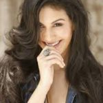 Amyra Dastur Biography and Images from movie Issaq